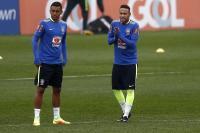 Neymar hace temblar a su compañero Thiago Maia