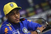 Neymar defiende su derecho a salir de fiesta