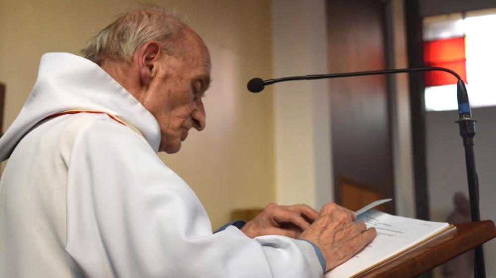Terroristas hicieron arrodillar al sacerdote y filmaron el momento en que lo degollaron