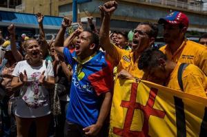 Oposición venezolana entrega al CNE una solicitud para celeridad en revocatorio