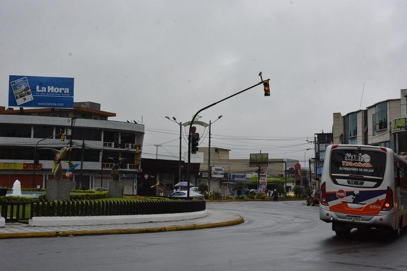 """Semáforos """"locos"""" en Santo Domingo generan quejas"""