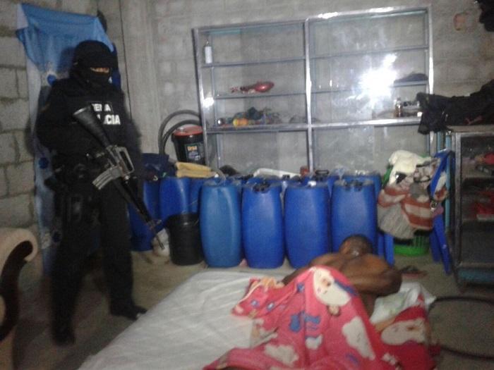 Cuatro detenidos por el presunto envío de droga por vía marítima