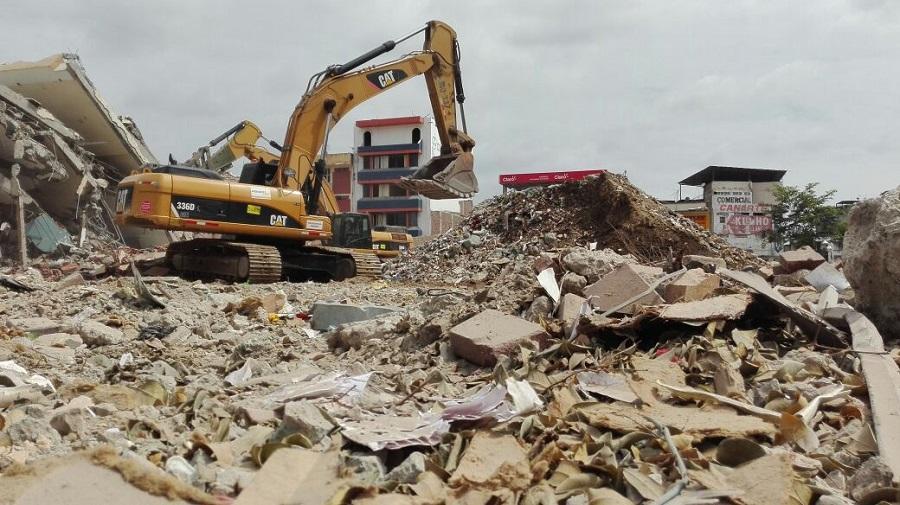 Sólo escombros quedaron del icónico Centro Comercial de Portoviejo