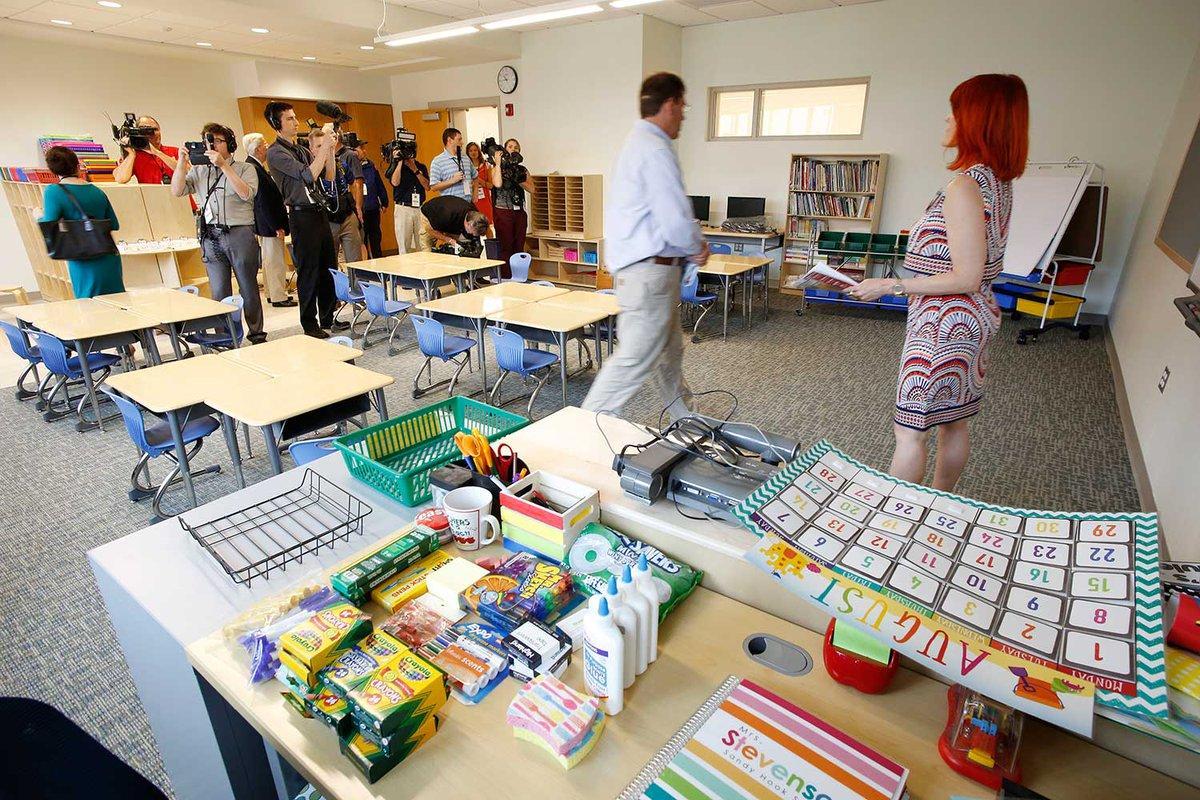 Nueva escuela Sandy Hook recibe estudiantes luego de 4 años de la masacre