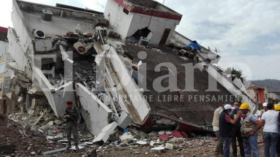 Se realizó la implosión del Centro Médico del Pacífico