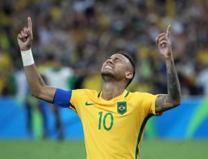 Neymar renuncia al brazalete de capitán de Brasil