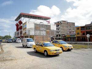 El tránsito regresa a dos calles de Portoviejo