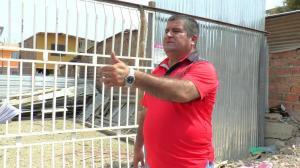 Afectados por el terremoto buscan ayuda para levantar sus casas