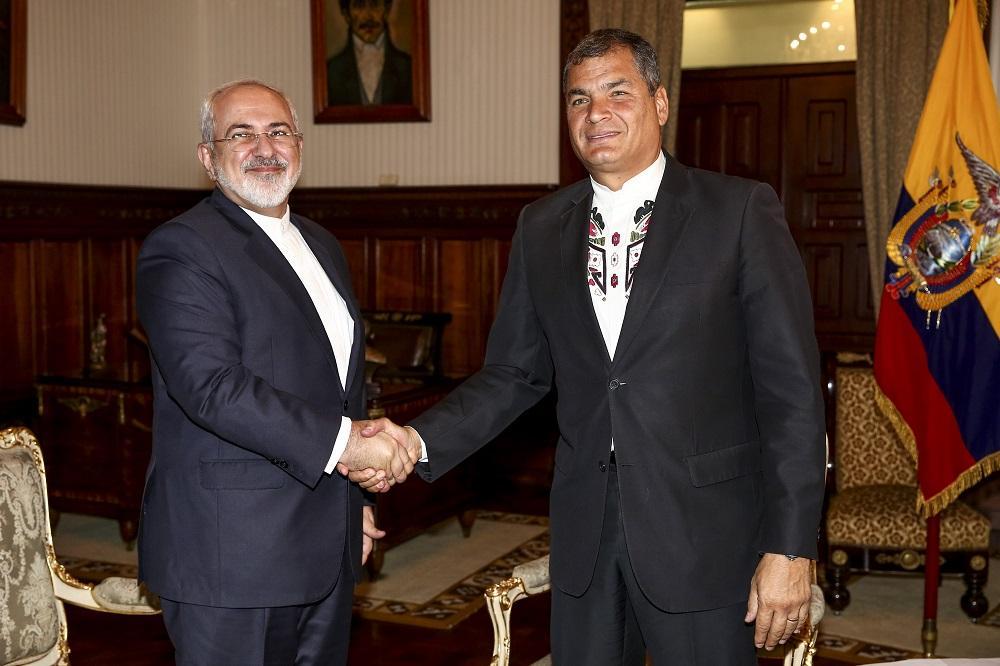 Ecuador firma memorandos con Irán, que ofrece crédito de 100 millones dólares
