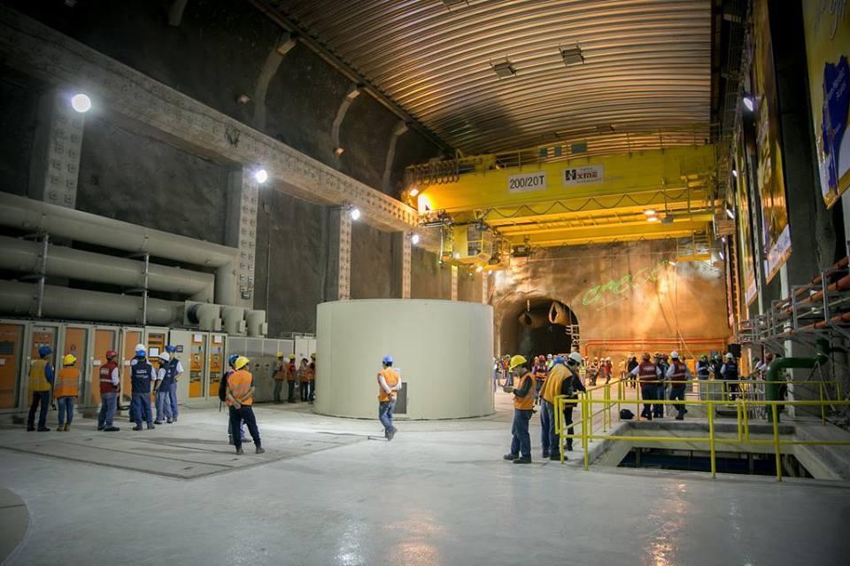 Gobierno inaugura hidroeléctrica Sopladora