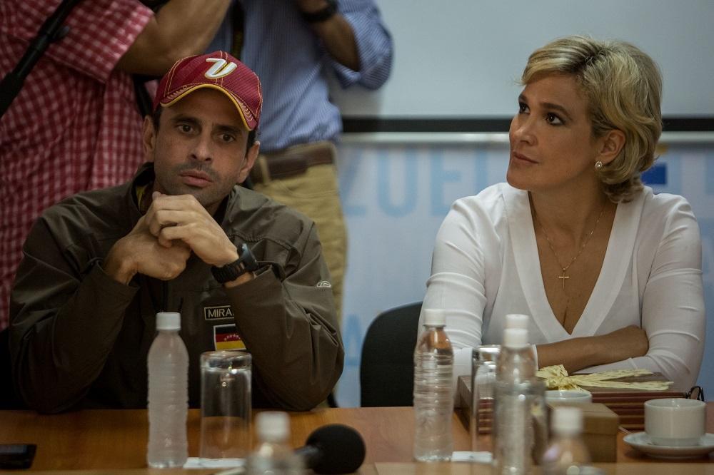 Servicio de Inteligencia de Venezuela pide a Cynthia Viteri abandonar el país