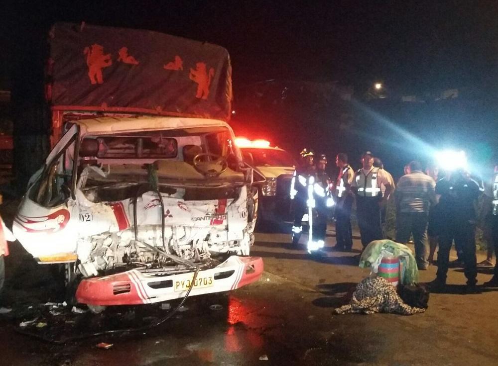 Tres vehículos pesados chocaron y dejaron tres personas heridas