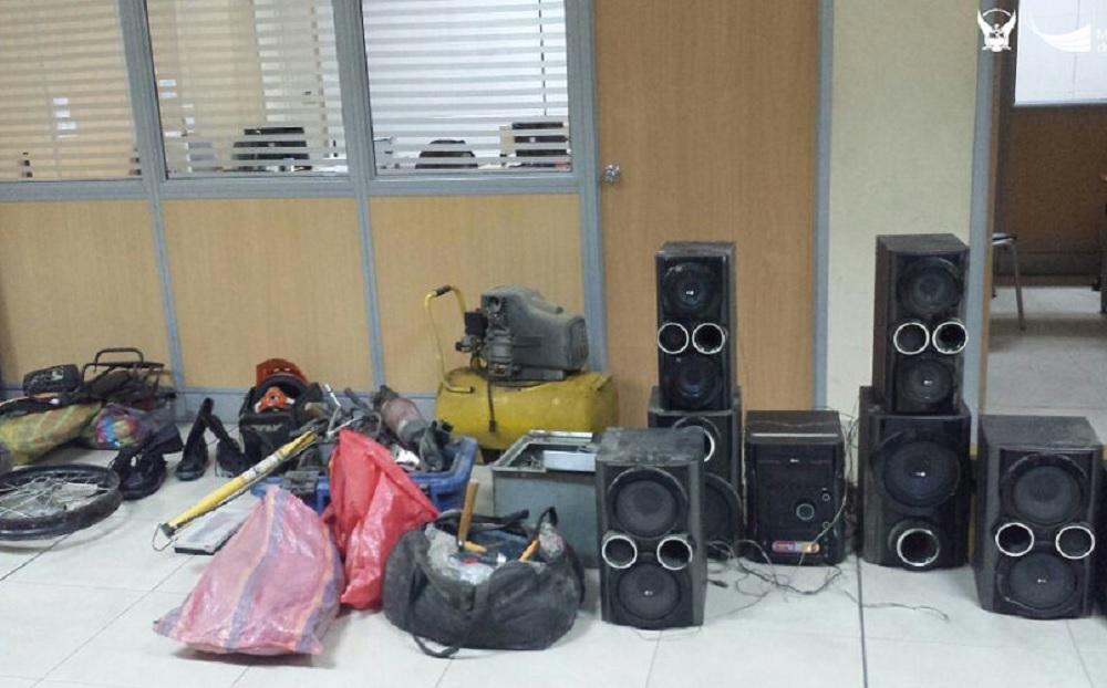 Policía decomisa motocicletas y objetos de dudosa procedencia en Chone