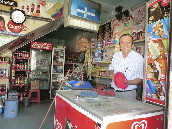 """Comerciantes alistan negocios en la """"zona cero"""" de Manta"""