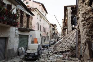 Tres días después del terremoto, Amatrice ya piensa en su reconstrucción