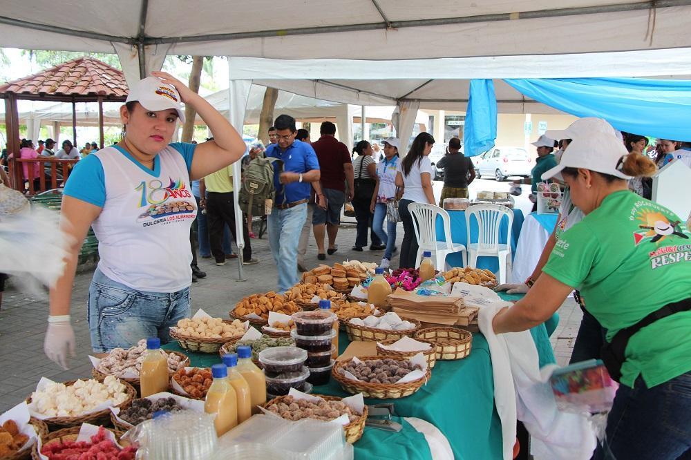 Feria gastronómica se realizó ayer en el parque central de Manta