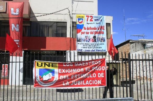 Denuncian presencia policial en las sedes de la UNE en Quito y Guayaquil