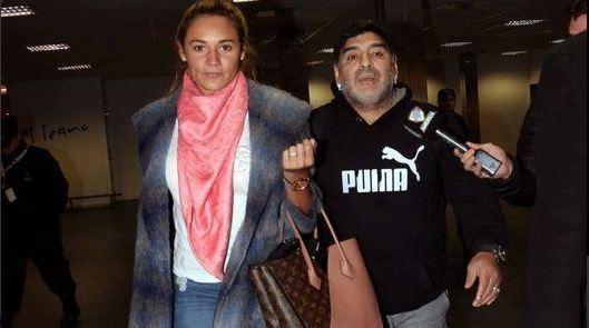 Maradona acusado de querer viajar con un pasaporte robado
