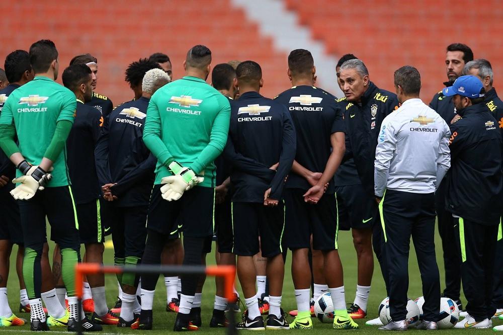 Brasil se alista para medir a Ecuador este jueves