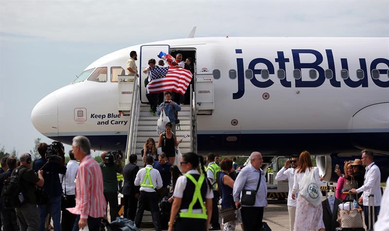 El primer avión regular de EE.UU. aterriza en suelo cubano luego de 55 años