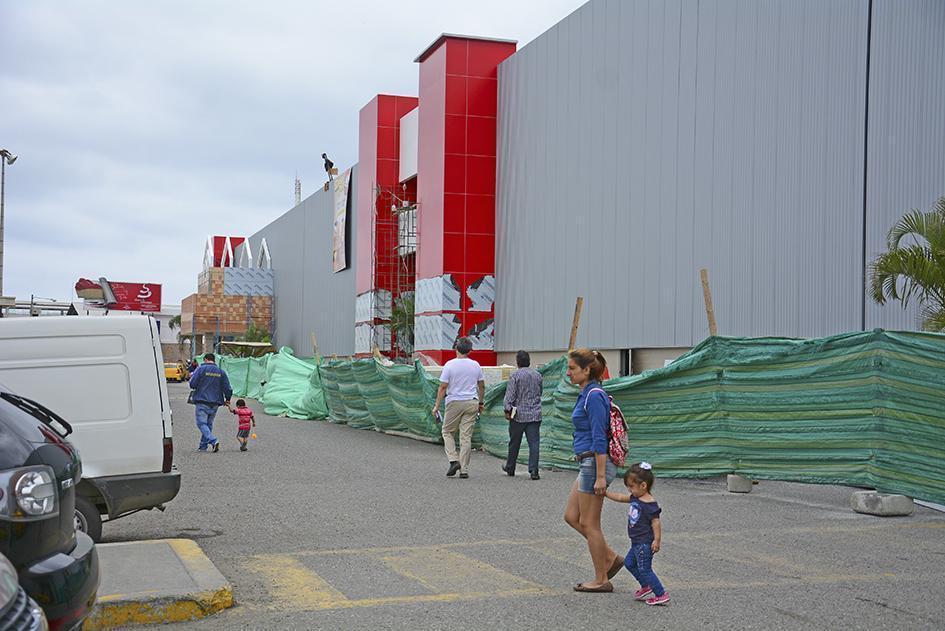 Hipermarket y el cine abren sus puertas en el Shopping de Manta