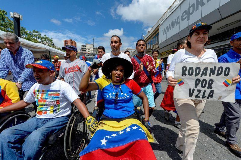 Caracas recibe a cientos de venezolanos para marcha opositora