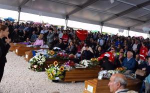 Suben a 294 los muertos por terremoto en Italia, mientras evacuados esperan soluciones