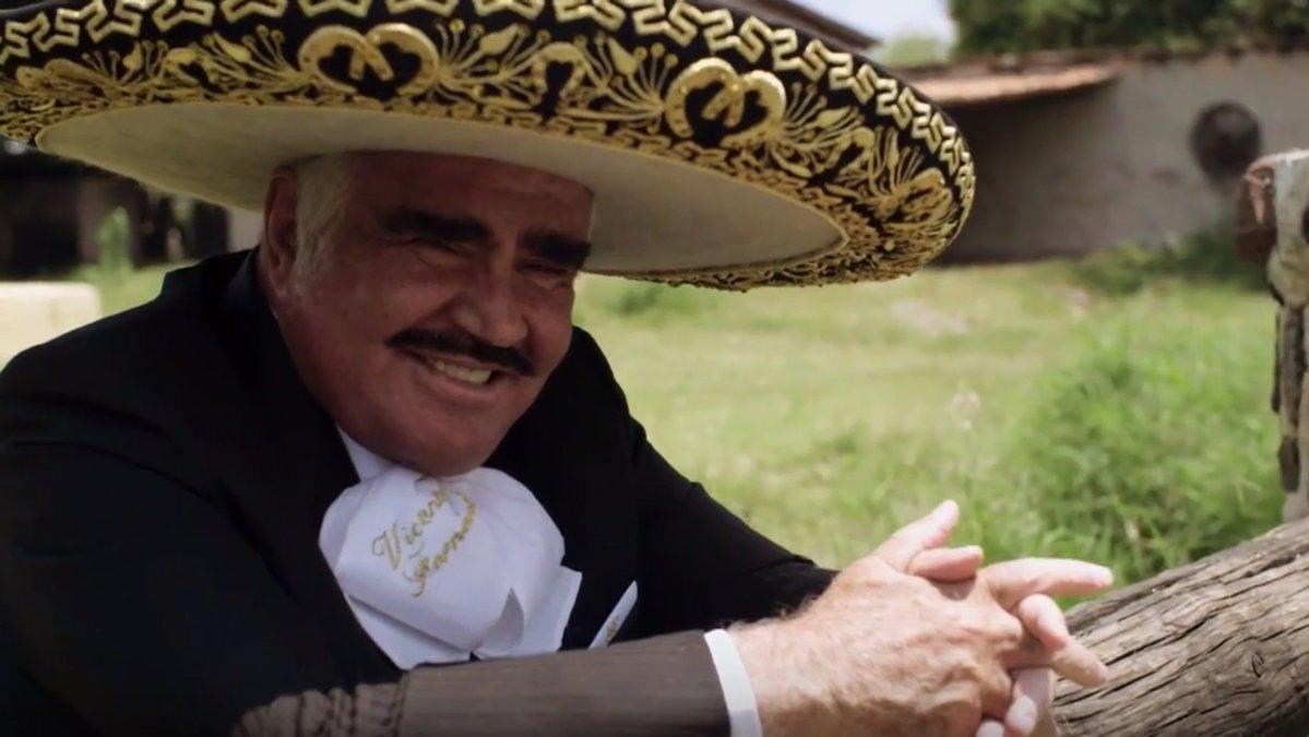 El cantante Vicente Fernández da su apoyo a Hillary Clinton con una canción