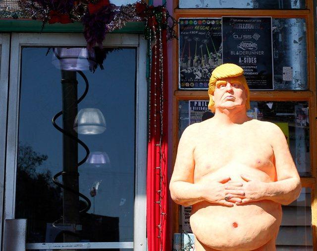 Roban la estatua de Donald Trump desnudo en un barrio artístico de Miami