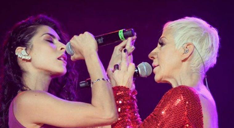 Ana Torroja y María León se besan en pleno concierto