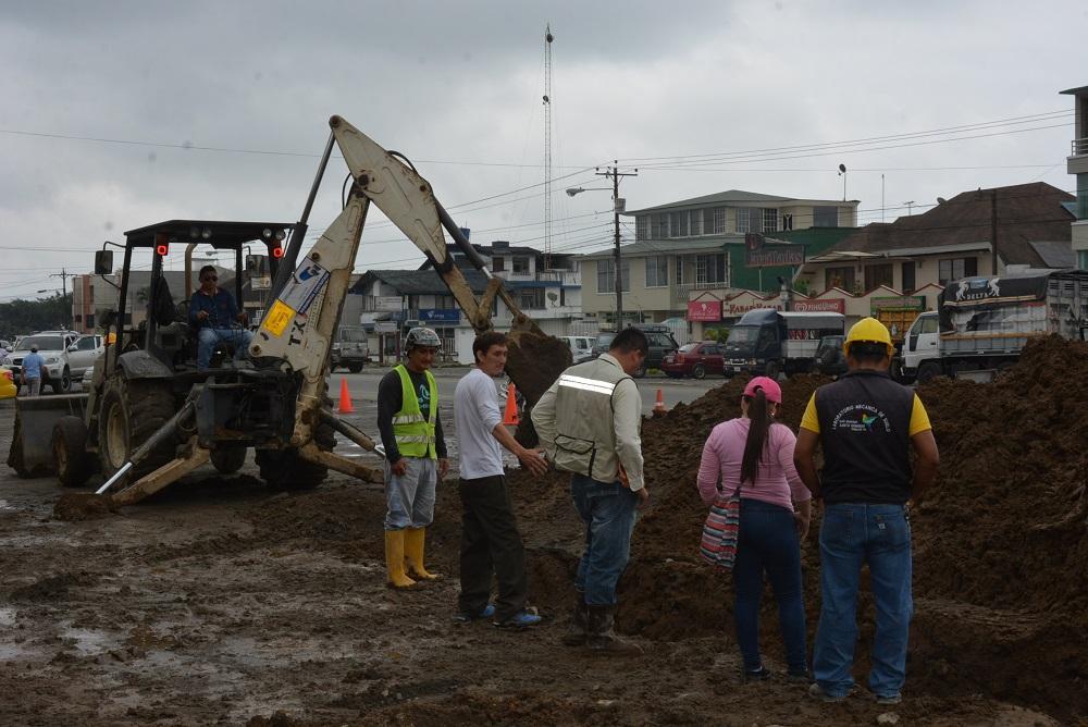 """Construyen alcantarillado sanitario de la zona """"A"""""""
