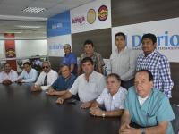 Se solidarizan con los médicos despedidos
