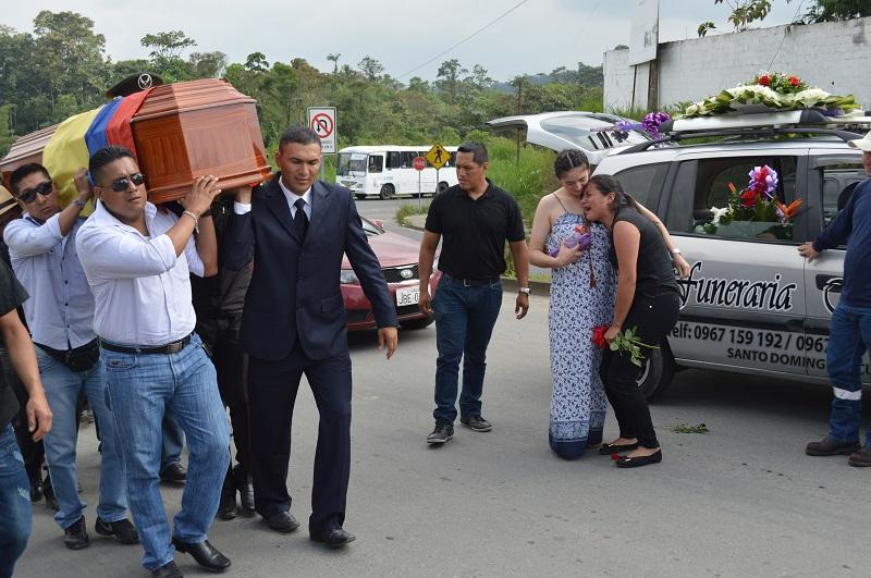 Policía muere tras volcamiento