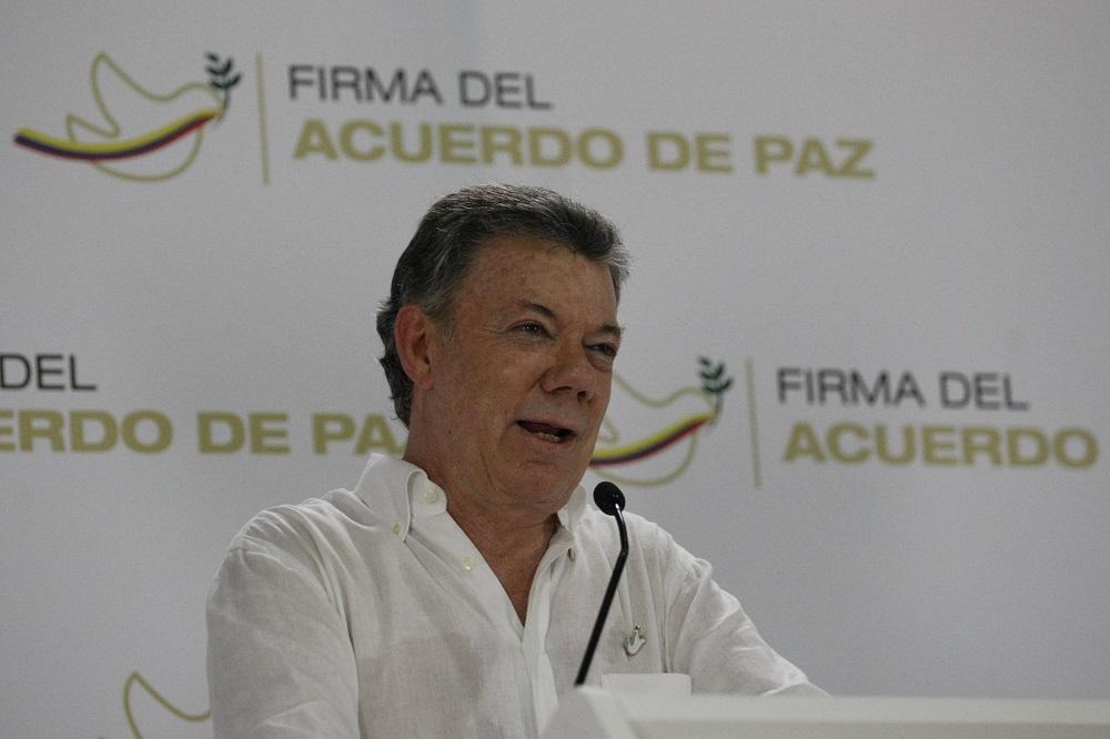 Jornada de la paz de Colombia se inicia con homenaje de Santos a militares