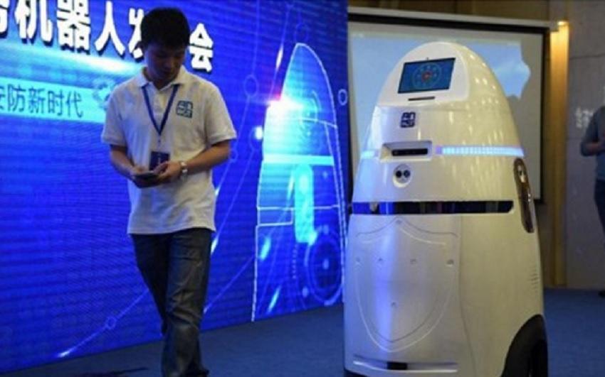 Robots empiezan a patrullar en uno de los mayores aeropuertos de China