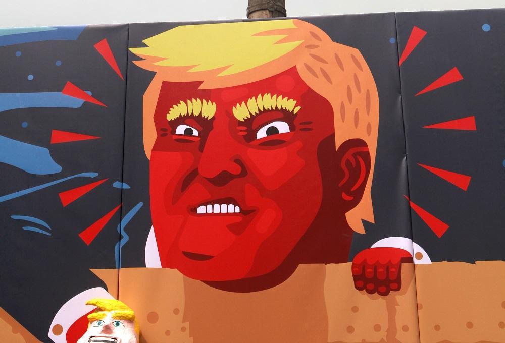 Un hombre con una máscara de Trump apuñala a una persona en Florida