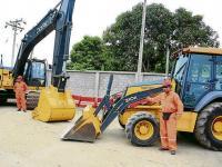 Prestan maquinaria al gobierno cantonal para reconstrucción