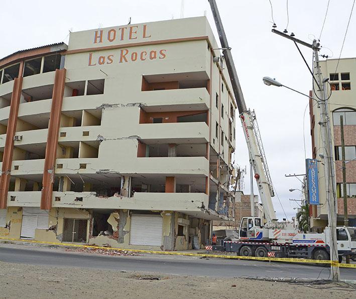 Empieza la demolición parcial del hotel Las Rocas