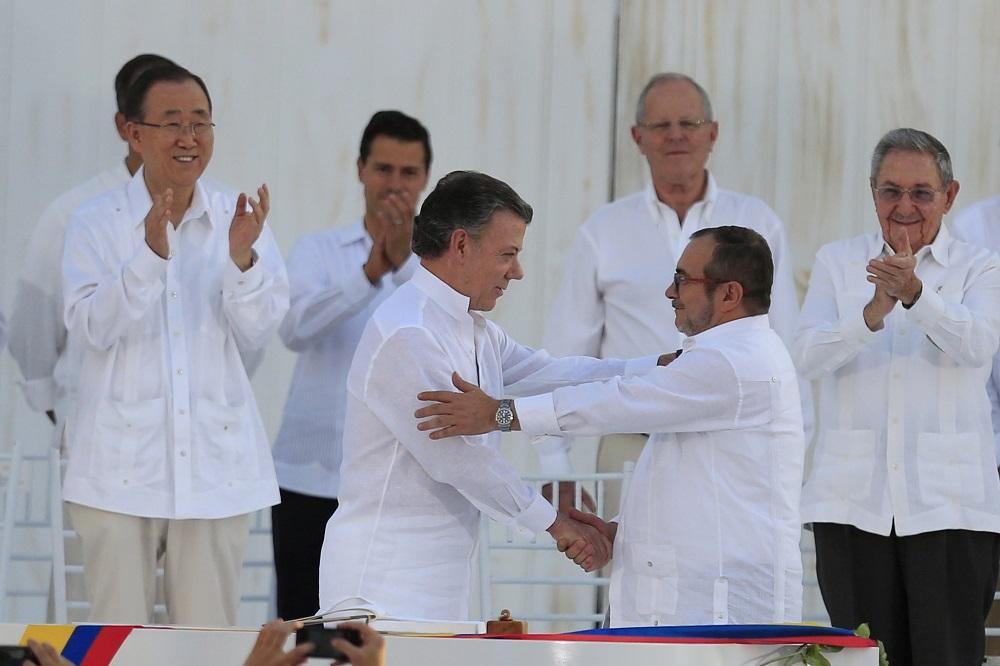 La comunidad internacional celebra la firma de paz entre Colombia y las FARC