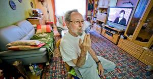 Fumador de 78 años logra victoria judicial para no ser desalojado de su vivienda