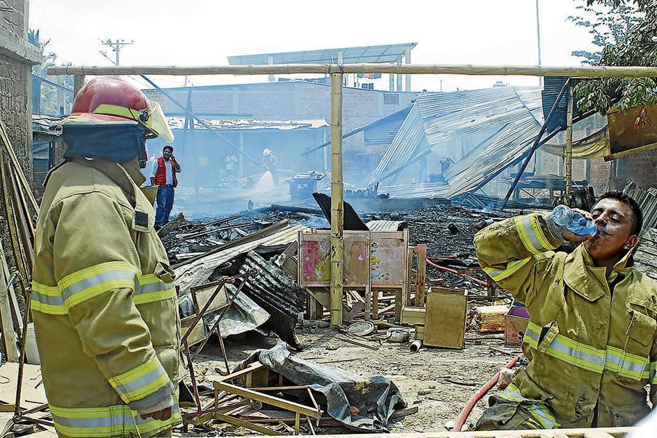 Incendio destruye taller de ebanister a el diario ecuador for Taller de ebanisteria