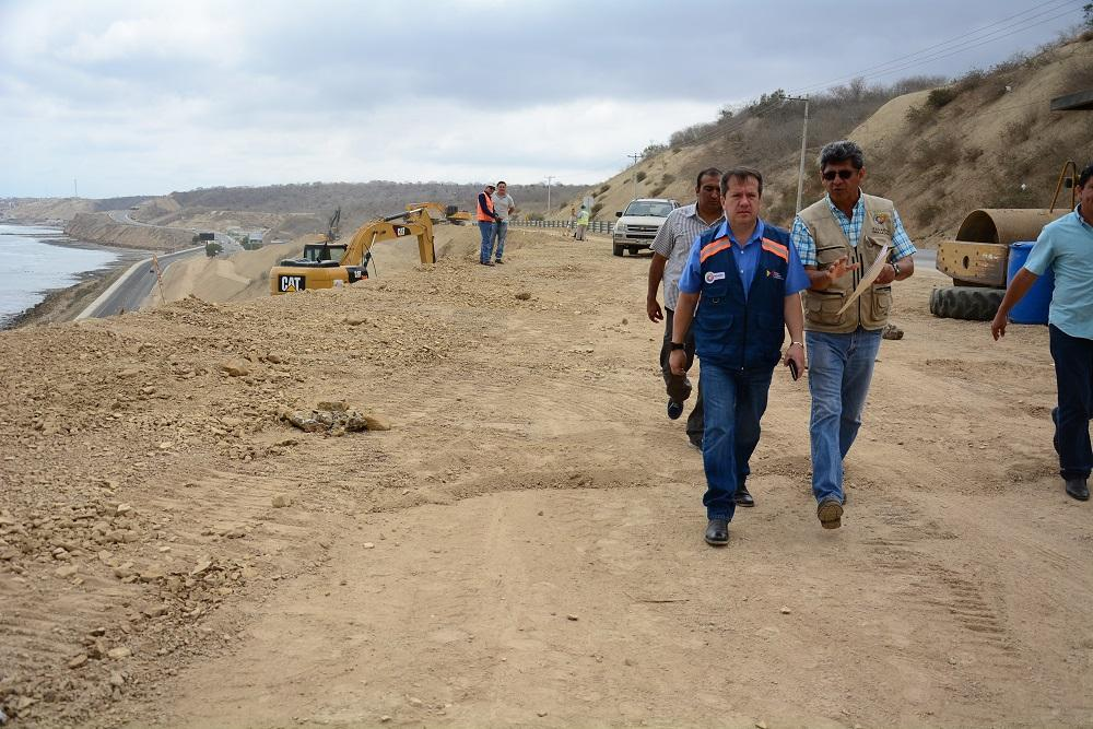 Ministro de Transporte y Obras Públicas recorre trabajos de reconstrucción en Manta