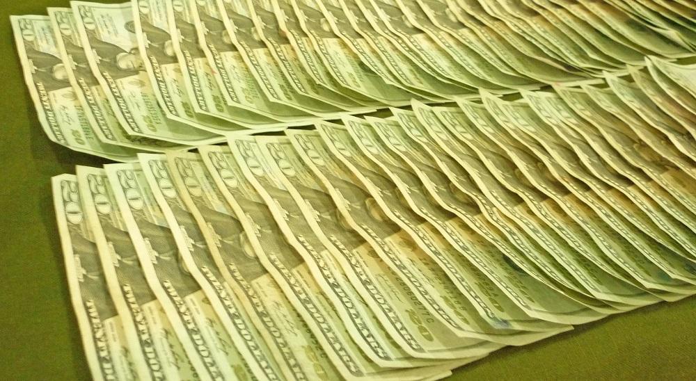 Sacapintas se llevan mil dólares