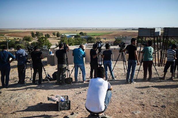 Autoridades decretan el cierre de doce canales de televisión en Turquía