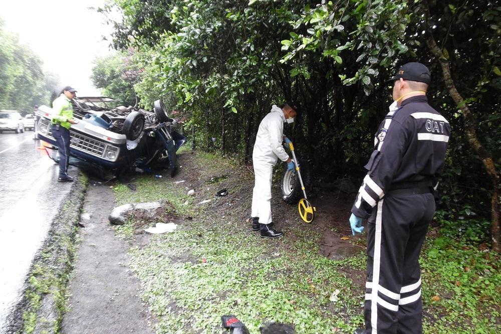 Choque y muerte: Un muerto y dos heridos en la vía Santo Domingo-Alóag