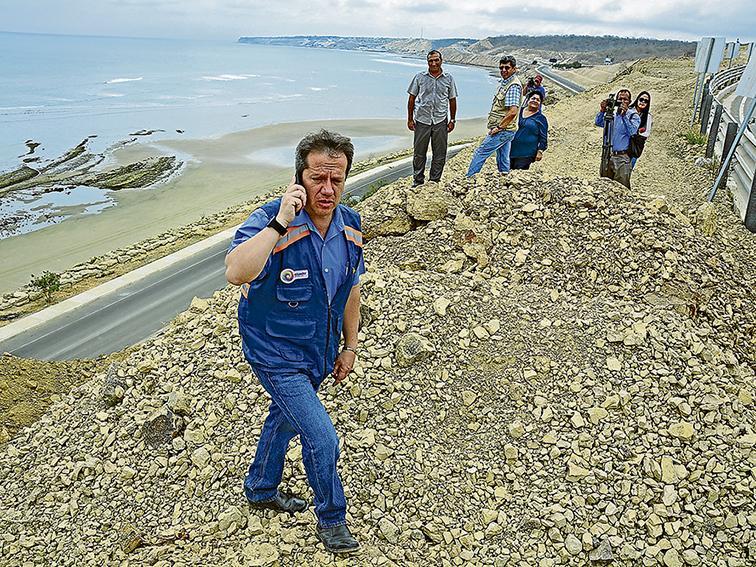 Ministro de Transporte verifica trabajos en ruta Spondylus y aeropuerto