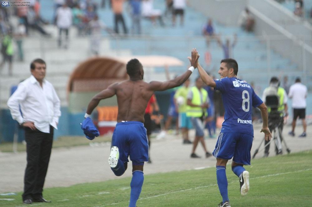 Emelec vence por 2-0 a Fuerza Amarilla en Machala