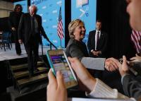Médico ofrece pruebas gratis de testosterona a partidarios de Hillary Clinton