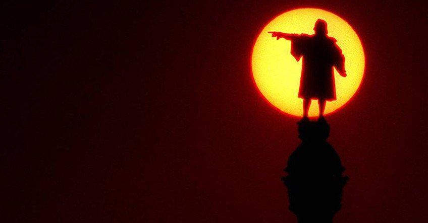 ¡Se niegan a retirarla! La estatua de Colón en Barcelona seguirá señalando a América