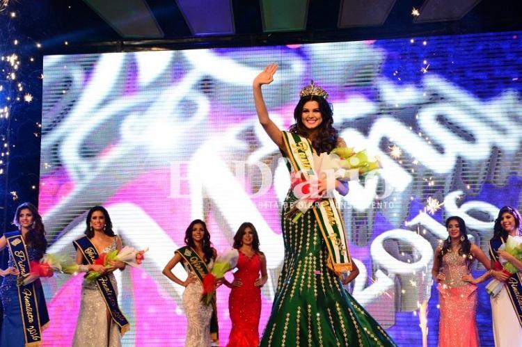 Nicole Loor Velásquez fue coronada como reina de Manabí 2016